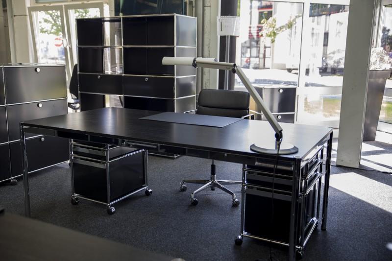 USM Haller Schreibtisch Holz / Schwarz 200 x 100 cm