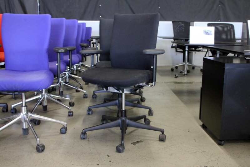 Vitra Axess Plus Logistik Bürodrehstuhl Stoff / Schwarz