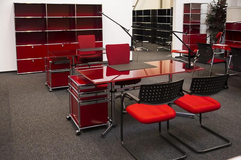 USM Kitos Schreibtisch Glas / Rot 160 x 80 cm