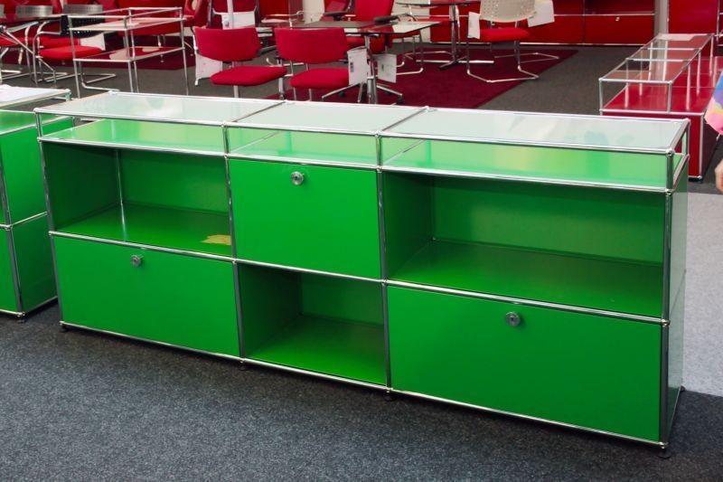 USM Haller Sideboard mit Glastablaren USM Grün