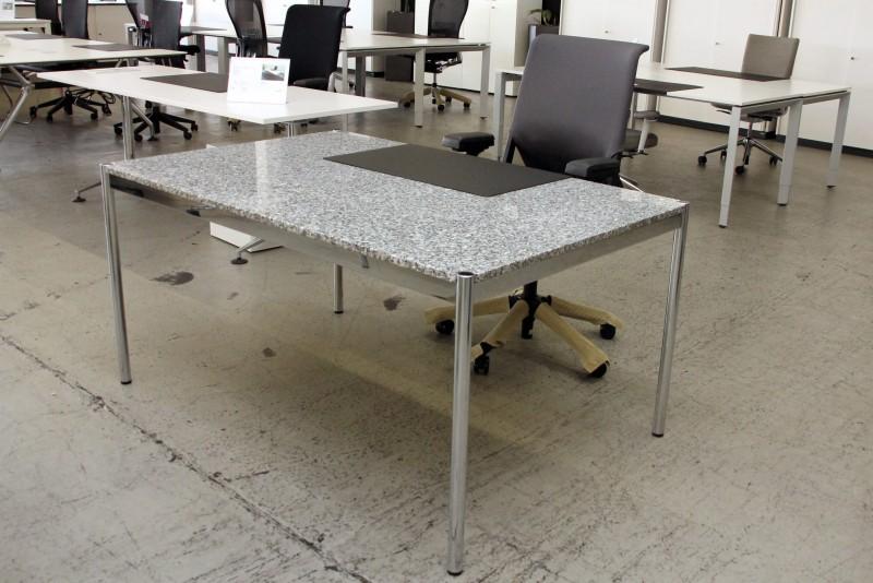 USM Haller Granit Schreibtisch 150 x 100 cm
