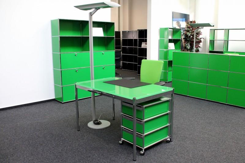 USM Haller Schreibtisch Glas / Grün 125 x 75 cm