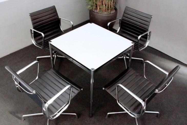 USM Haller Konferenztisch Kunstharz / Weiß 75 x 75 cm