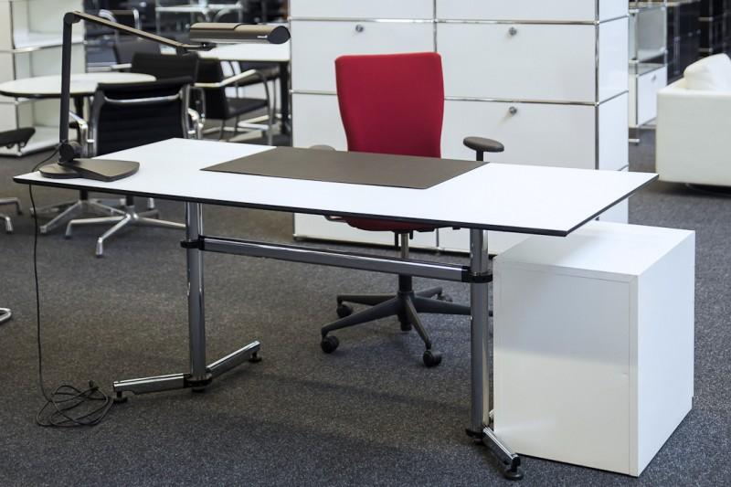 USM-Kitos Arbeitsplatz 3-teilig Kunstharz / Weiß 180 x 80 cm