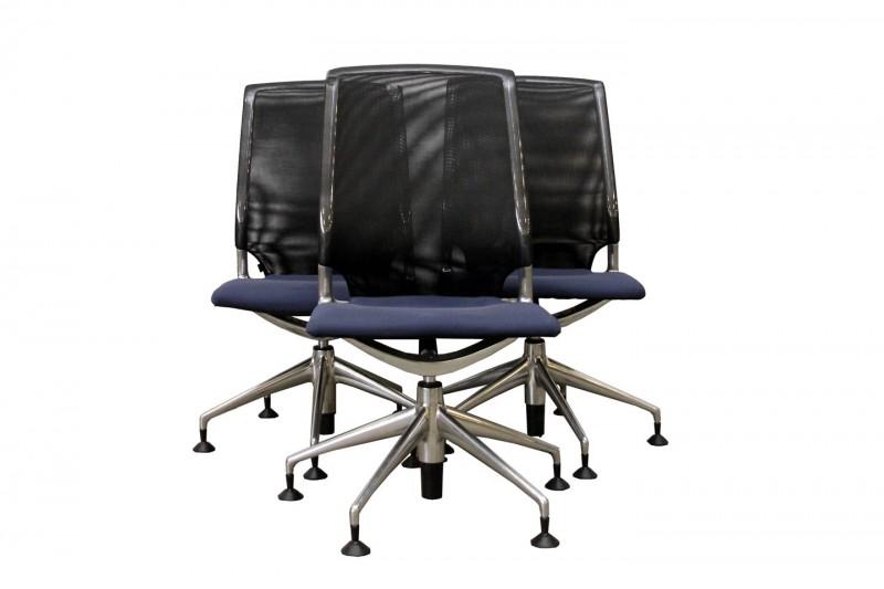 Set von 3 x Vitra Meda Chair Konferenzstühlen Netz / Schwarz Stoff / Blau