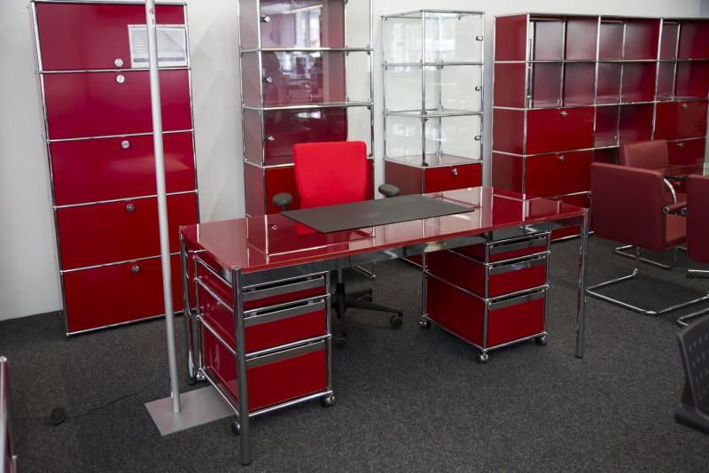 USM Haller Schreibtisch Glas / Rot 175 x 75 cm