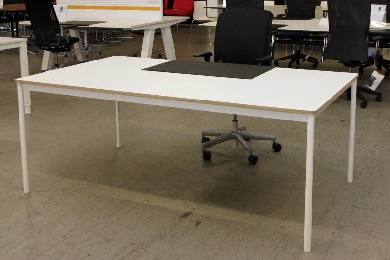 Muuto Base Schreibtisch 190 x 110 Holz / Metall / Weiß