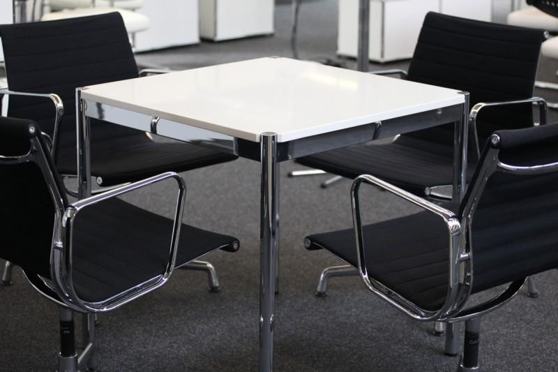 USM Haller Konferenztisch Granit / Weiß 75 x 75 cm