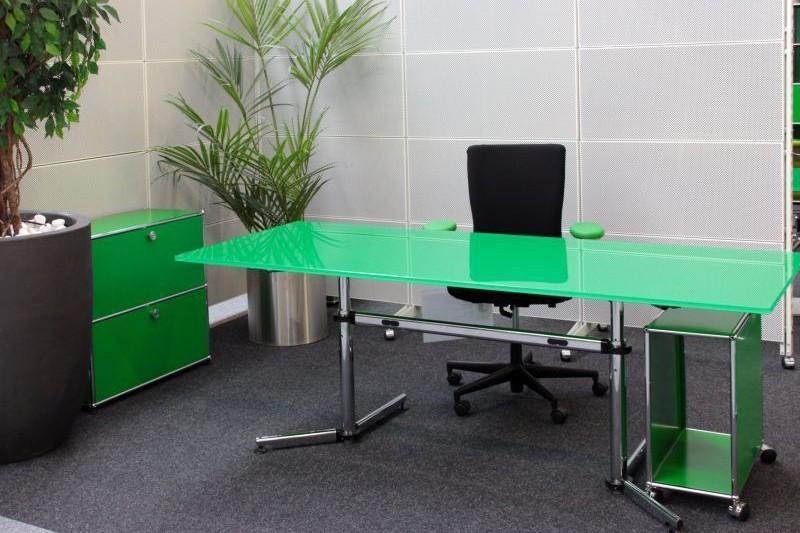 USM Kitos Schreibtisch Glas / Grün 180 x 80 cm
