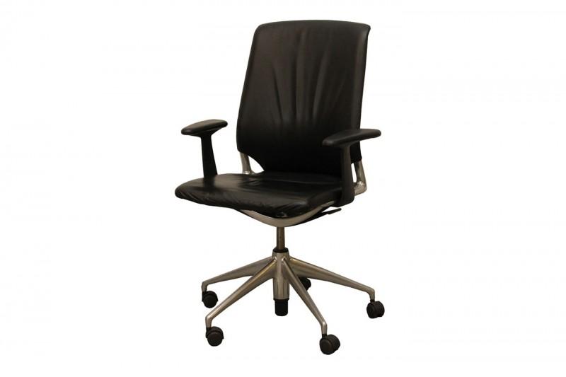 Meda Chair Bürodrehstuhl Leder / Schwarz