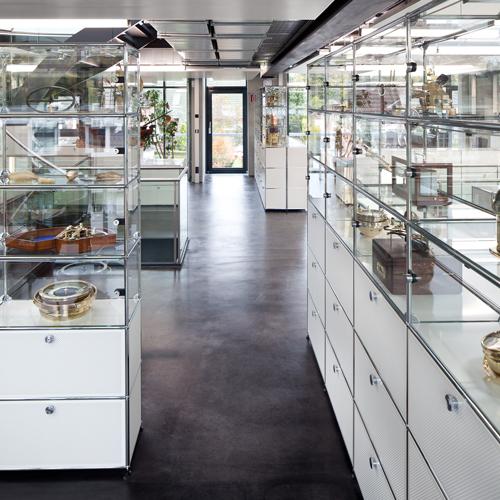 usm-haller-vitrine-regal-museum