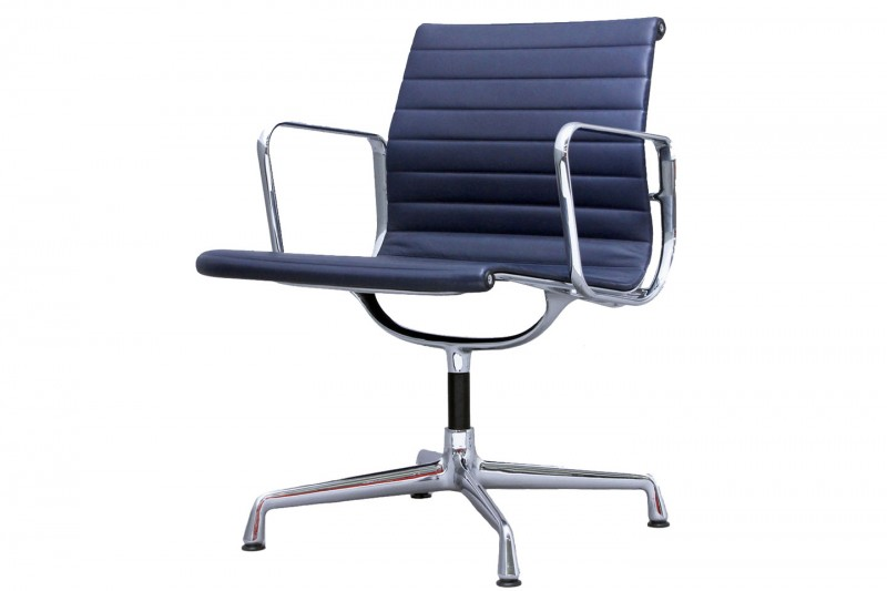 Vitra Aluminium Chair EA 107 Conference Chair Leather / Blue