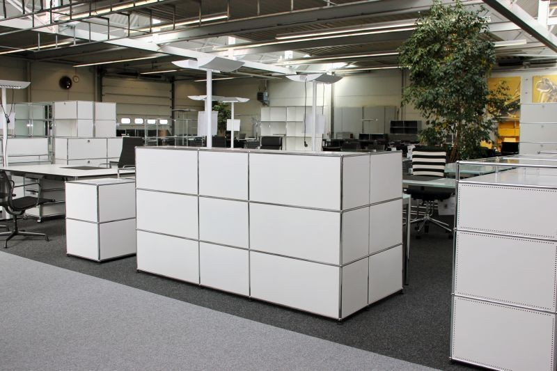 USM Haller Counter with Privacy Panel Pure White RAL 9010