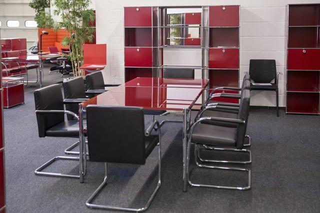 USM Haller Konferenztisch Glas / Rot 200 x 100 cm
