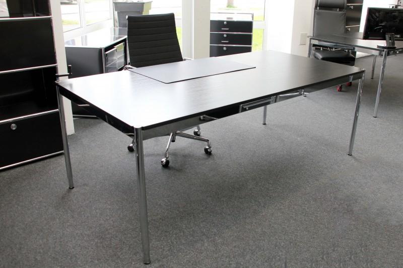 USM Haller Schreibtisch höhenverstellbar 200 x 100 cm Holz / Schwarz