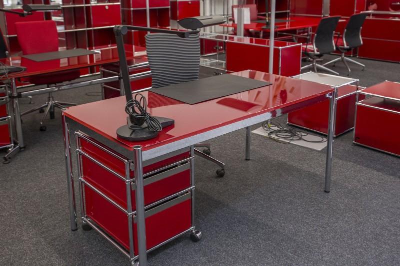 USM Haller Schreibtisch Glas / Rot 150 x 75 cm