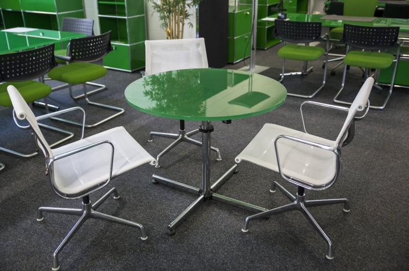 USM-Kitos Konferenztisch Glas / Grün Ø 90 cm