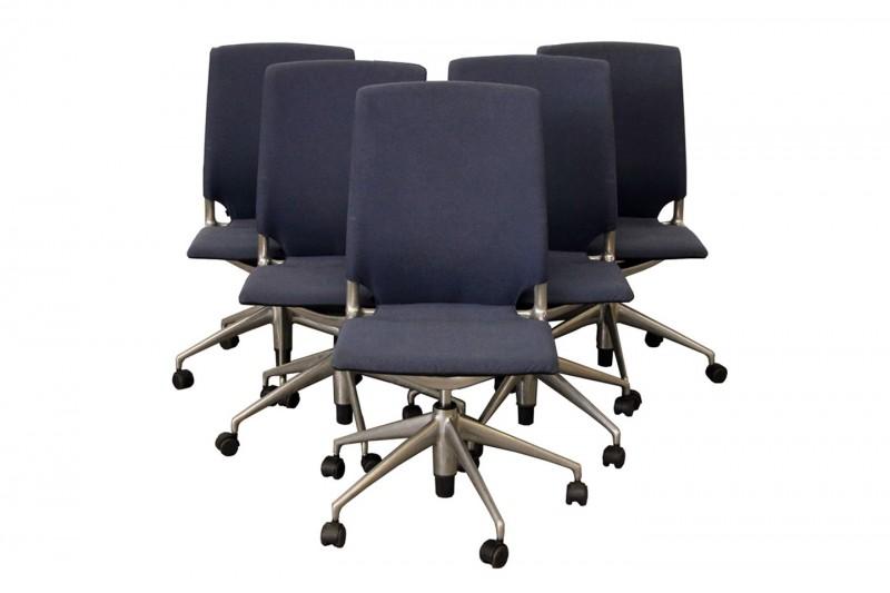 Set von 5 x Vitra Meda Chair Bürodrehstuhl / Konferenzstuhl Stoff / Blau / Schwarz