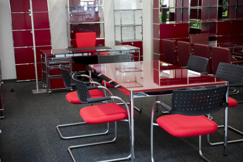 USM Haller Conference Table Glass / Red 175 x 100 cm