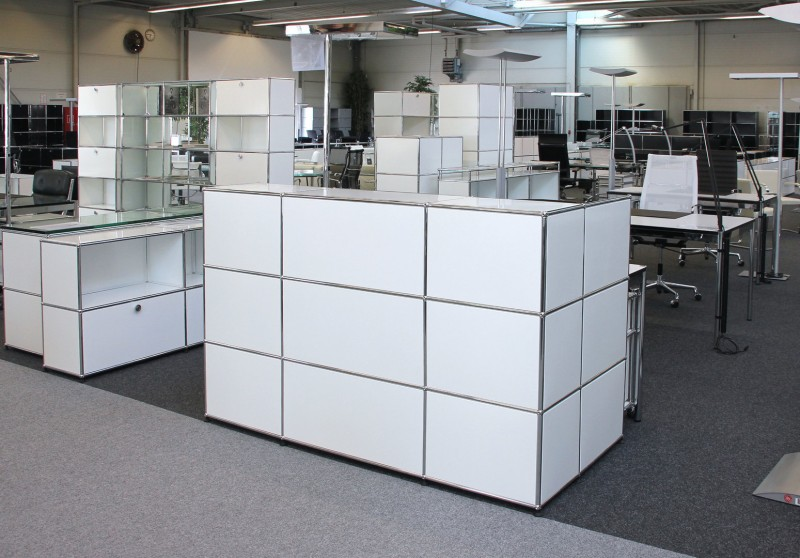 USM Haller Counter with Privacy Panel / Pure White RAL 9010