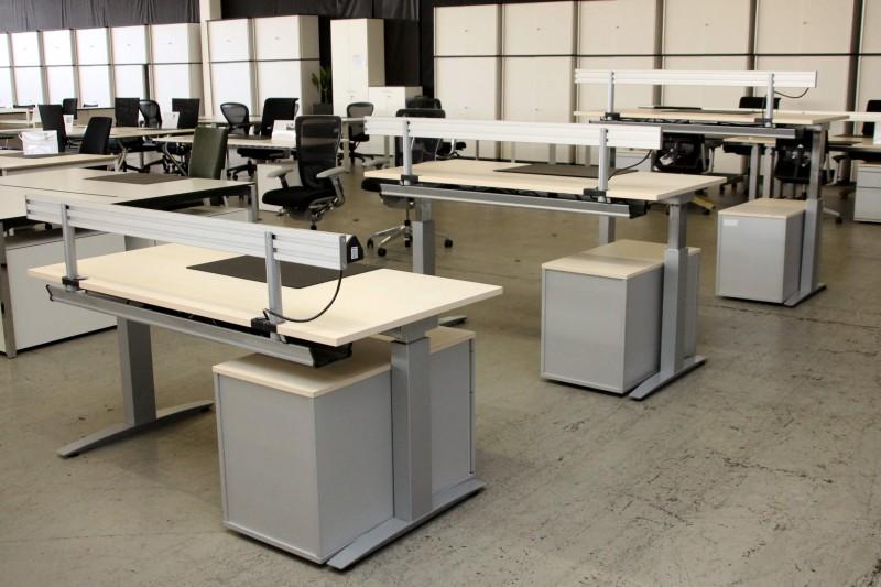 Haworth Schreibtisch höhenverstellbar / Holz / Buche / 160 x 80 cm