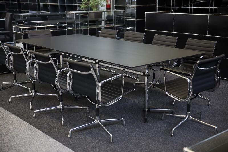 Konferenztisch mit USM-Kitos Gestell Kunstharz / Schwarz 280 x 125 cm
