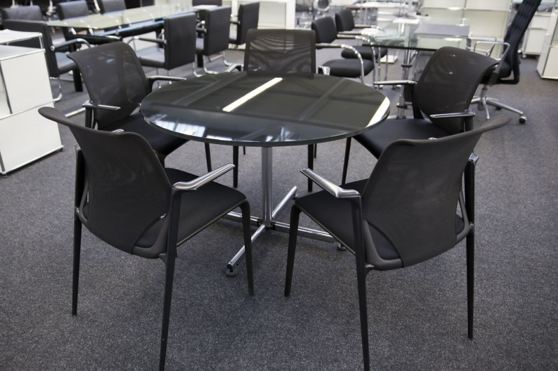 USM-Kitos Konferenztisch Glas / Schwarz Ø 120 cm