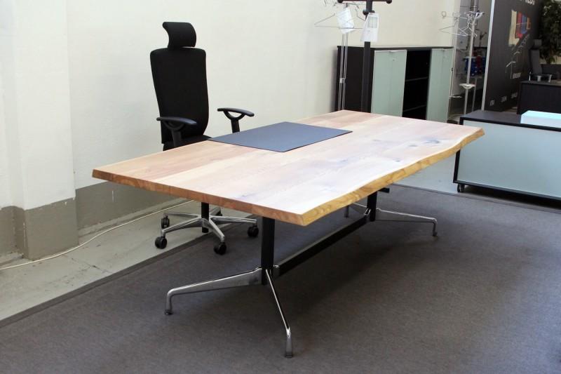 Designer Schreibtisch / Konferenztisch Massivholz mit Vitra-Gestell 240 x 106 cm