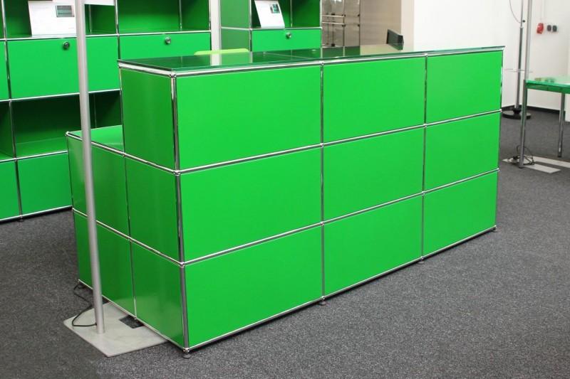 USM Haller Theke / Empfangstheke mit integriertem Arbeitsplatz USM Grün