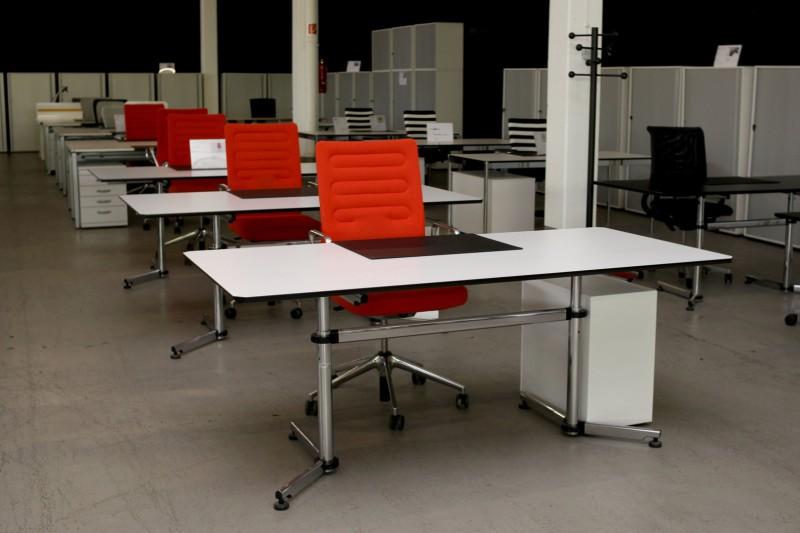 USM-Kitos Schreibtisch Holz / Weiß 180 x 90 cm