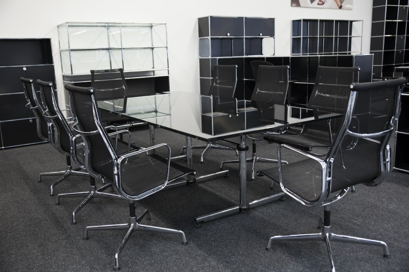 USM Kitos Conference Table Glass / Black 240 x 120 cm